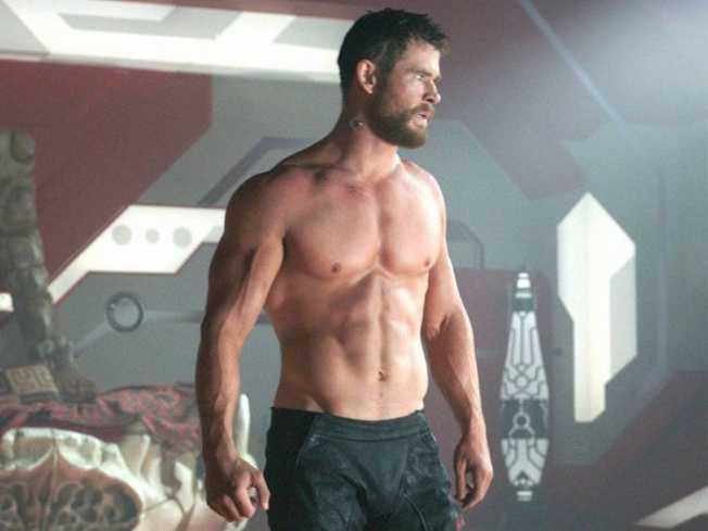 克里斯漢斯沃熱愛健身,常在「雷神索爾」系列展現好身材。(圖:迪士尼提供)