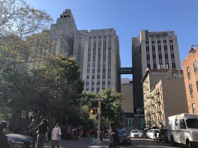 紐約市府和市議會日前達成2021財年預算,削減城區監獄建案預算4億7200萬元,中華公所則進一步要求當局應完全放棄城區監獄計畫。(本報檔案照)