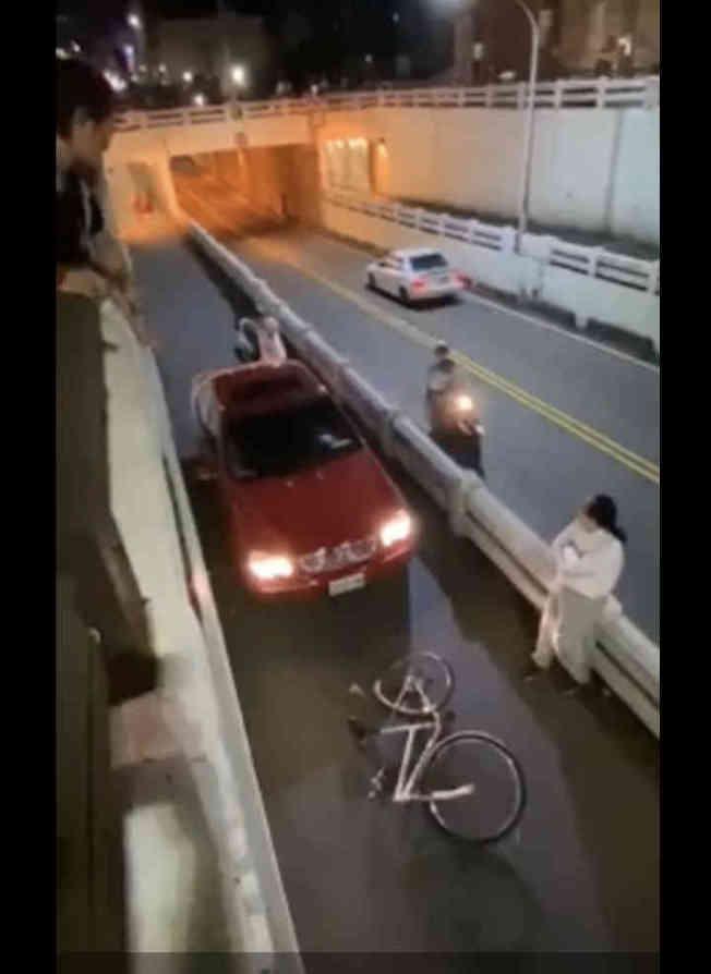羅男追撞腳踏車,造成施姓國中生送醫。(取材自臉書)