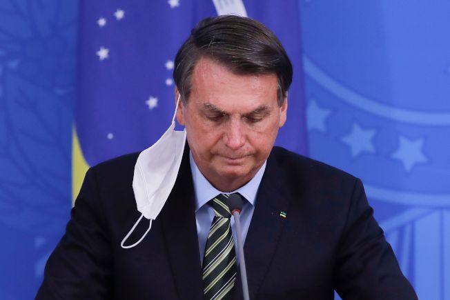 巴西總統波索納洛7日承認確診新冠病毒。(美聯社)