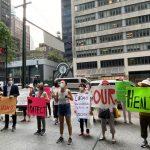 紐約市數位家庭護理員染疫去世 葛謨辦公室樓前示威