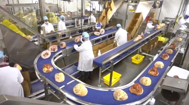 史密斯菲爾德食品公司在塔爾希爾(Tar Heel)豬肉加工廠,每天可加工處理三萬多頭豬。(取自史密斯菲爾德公司網站)