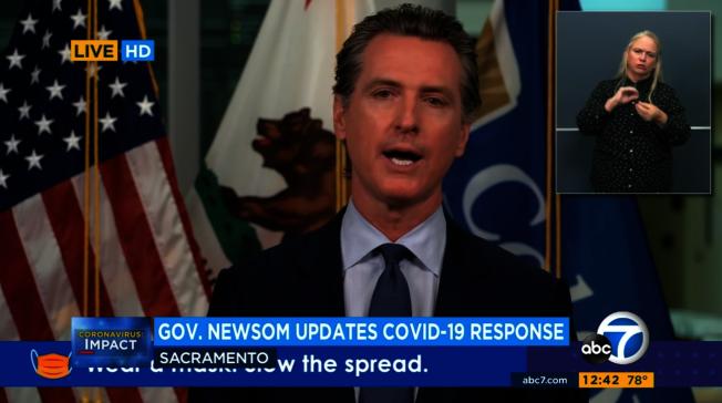 加州州長紐森(Gavin Newsom)8日舉行新冠疫情簡報會,過去兩周加州新冠入院人數攀升約44%,重症進入加護病房(ICU)病患數增加34%。(取材自ABC7)