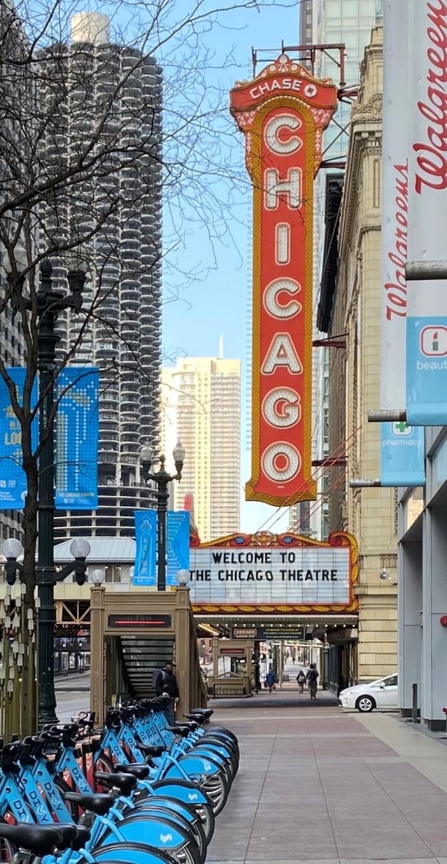 藝術與娛樂休閒業因新冠疫情幾乎停擺,以前演出滿檔的芝加哥劇院,已經好幾個月空置。(特派員黃惠玲/攝影)