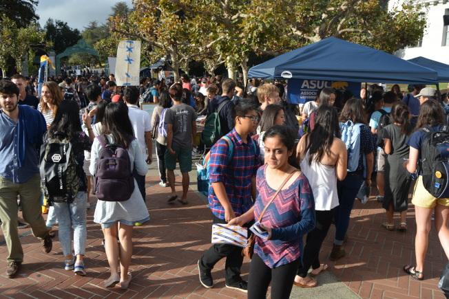 柏克萊加大國際生頗多。有華人學生表示,限制移民的趨勢之下,國際生進退兩難,美國留不下,而因為旅行禁令,想走又走不了。(記者劉先進/攝影)