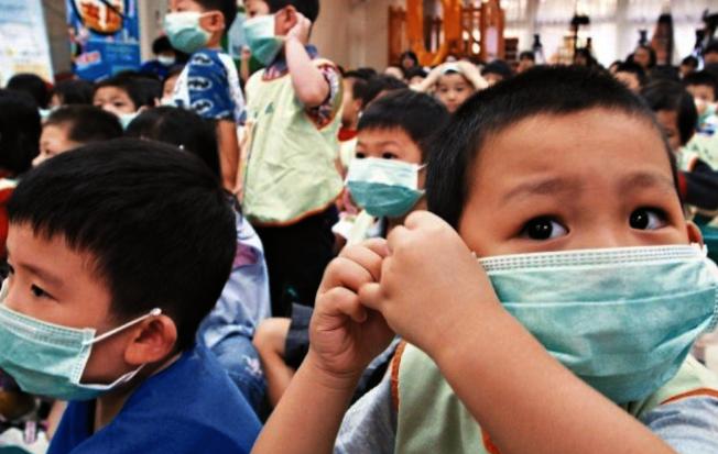 德州超過20例新冠肺炎確診病例的各縣學校師生,都必須強制戴口罩上課。(本報檔案照)
