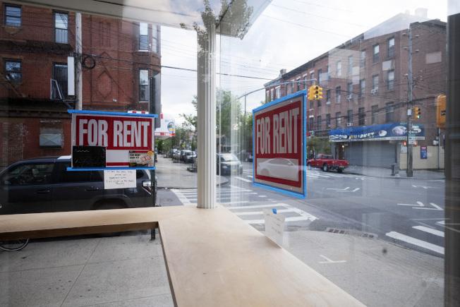 疫情期間,紐約市租屋市場惡化,出現房客無力交租、房東沒錢交地稅的狀況。(美聯社)