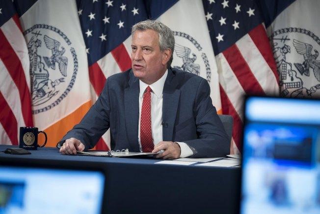 紐約市長白思豪8日公布新學年復課計畫,教育局將選擇混合線上線下混合教學的模式。(市長辦公室提供)