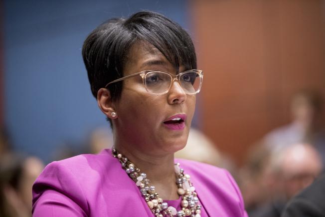 喬治亞州首府亞特蘭大市長下令公共場所戴口罩,市長巴頓斯日前新冠確診。(歐新社)