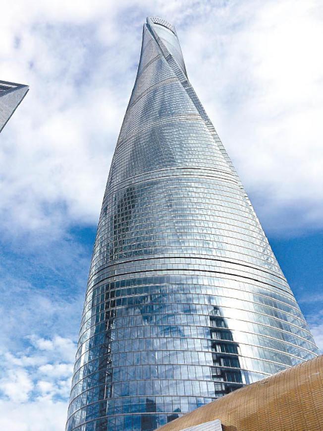 上海中心大廈被揭多個樓層出現天花板漏水。(取材自維基百科)