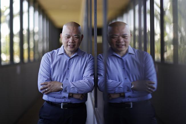 內華達州拉斯維加斯亞洲商會主席、菲裔的維努亞明白表示,尚未決定是否要再把票投川普。(美聯社)