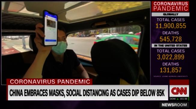 打車時司機和乘客要互相出示健康碼。(視頻截圖)