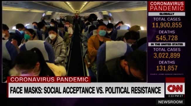 在中國乘坐飛機,所有人都戴著口罩。(視頻截圖)