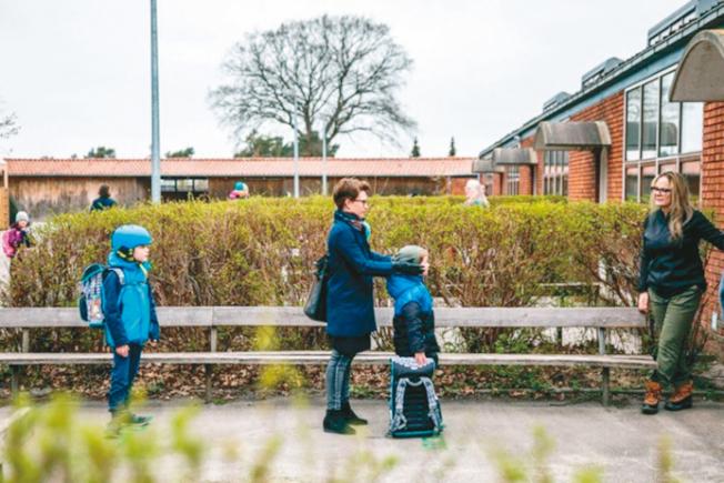 今秋公校復課,學生都要保持安全距離。(Getty Images)