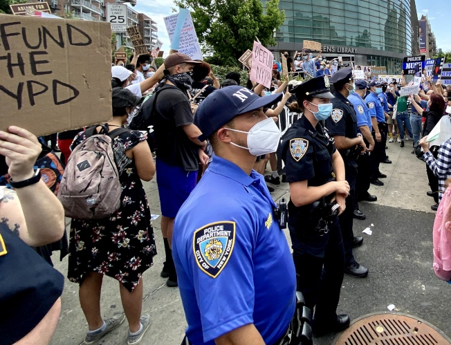 在抗警、削減警務經費浪潮中,紐約市警的退休人數飆升。(記者朱蕾/攝影)