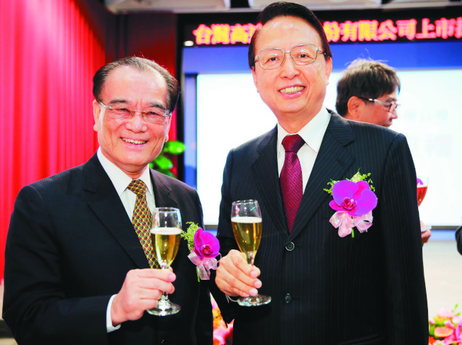 高鐵董事長江耀宗(右)與總經理鄭光遠(左)被爆領取高額獎金。(本報資料照片)