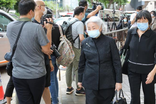 香港前律政司長梁愛詩前往吊唁「賭王」何鴻燊。(中通社)