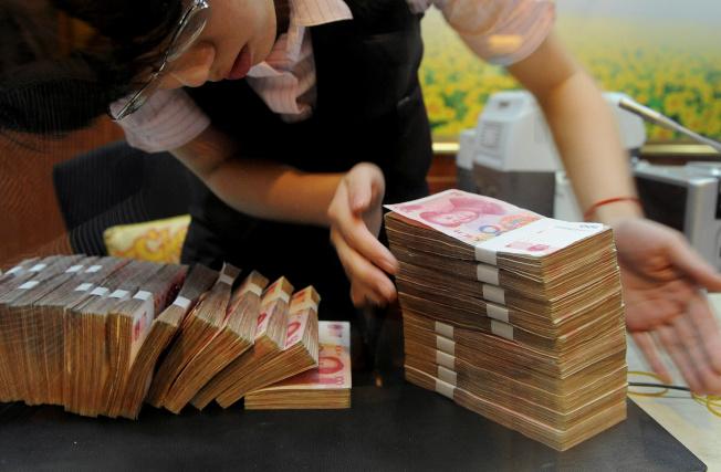 消息人士透露,中國已開始對一些擁有海外所得,卻從未在內地繳過稅的外派人員追稅。路透