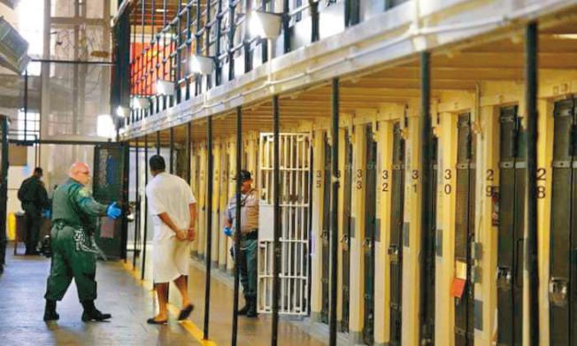 聖昆丁監獄疫情大爆發,引起議員和維權團體關切,要求釋囚。(美聯社)