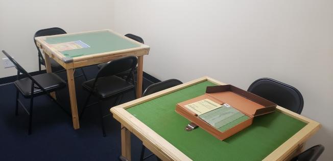 Infinity成人日間保健中心(Infinity ADHC)裡為華裔長者們提供的麻將桌。(記者鄭敖天/攝影)