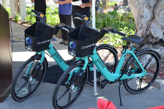 共享電動單車為聖蓋博谷地區的民眾提供一種方便實惠的交通選擇。(記者王全秀子/攝影)
