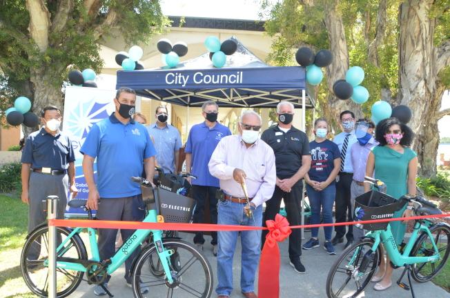 聖蓋博谷政府聯盟發起的電動單車共享項目舉行啟動儀式。(記者王全秀子/攝影)