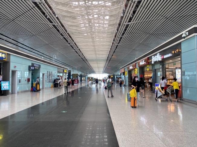中國國内機場氣氛輕鬆很多。(王蜀提供)