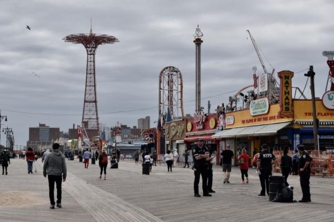 受到新冠肺炎疫情影響,康尼島遊樂場至今未重啟。(本報檔案照)