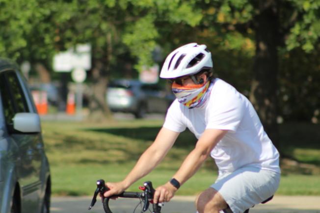 馬州安阿倫德爾郡推出新規,戶外無法保持社交距離,也必須戴口罩。(記者張筠 / 攝影)