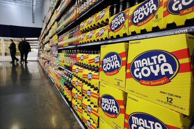 圖為超市中擺放的哥亞食品(Goya Foods)。(美聯社)