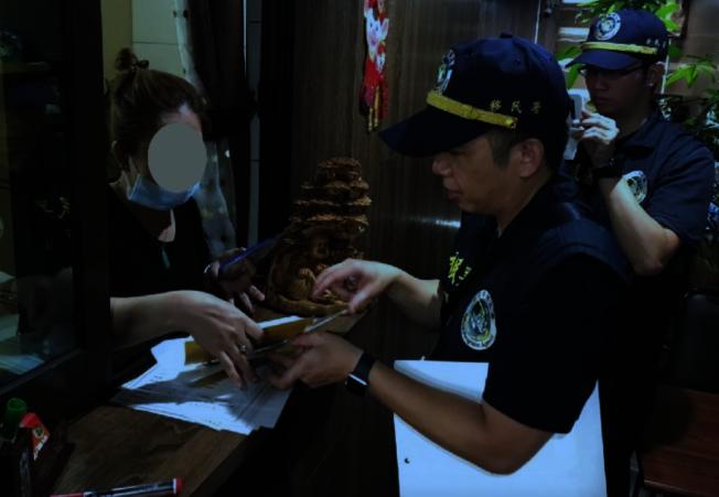 移民署雲林專勤隊展開查訪,追查感染愛滋病的逃逸印尼籍女移工。(圖:雲林專勤隊提供))