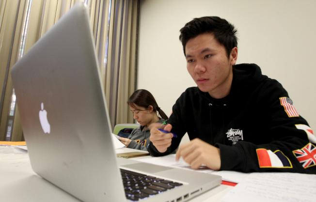 虞中仁說,許多留學生並不了解美國,卻自以為很懂。(Getty Images)