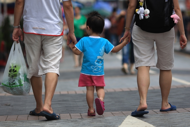 陳梅認為,許多家長在決定是否回國上應該尊重孩子的意見,不要管控太嚴。(Getty Images)