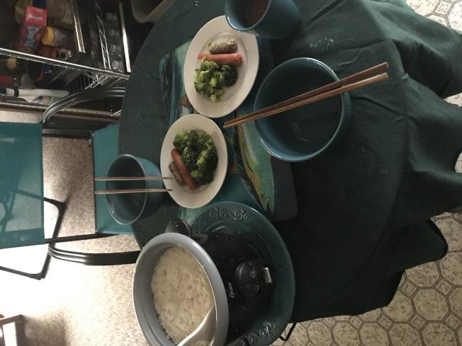 虞中仁為住在家裡的留學生製作的食物。(虞中仁提供)