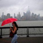 〈圖輯〉雨傘+口罩  紐約客共同的「風」景