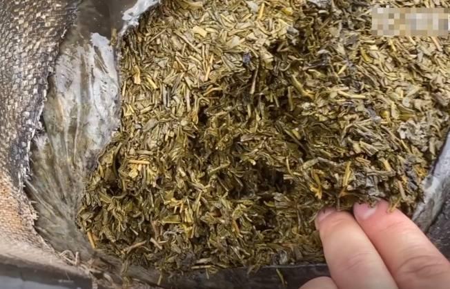 茶葉在洪水浸泡後損毀報廢。(視頻截圖)