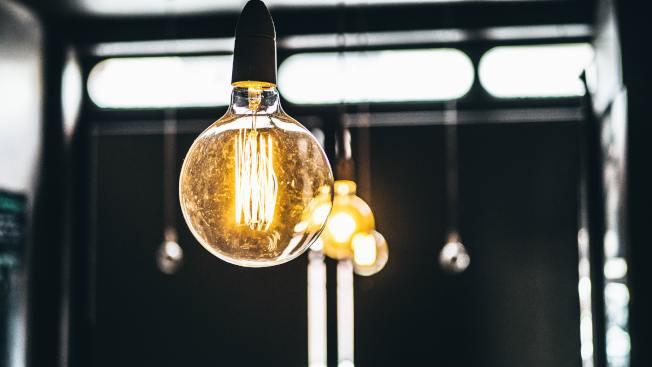 對於華人商家們來講,節能省電是節約營業成本的重要手段。在這種情況下,「臨界高峰電價計劃」(CPP)或可為華人商家提供一個節省電費的新手段。(Unsplashed)