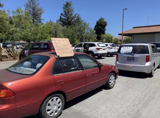 反對第16號提案的「加州公平正義聯盟組織」11日上午在佛利蒙舉辦車隊遊行。(記者江碩涵/攝影)
