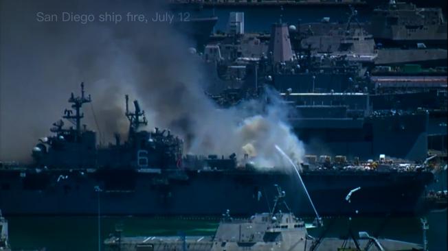 12日停在聖地牙哥海軍基地的USS Bonhomme Richard號軍艦上發生火災。(KTLA視頻截圖)