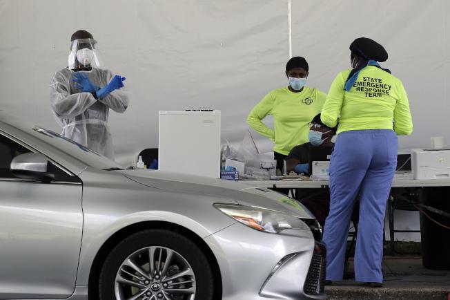 佛州單日新增1萬5299起確診病例,打破加州8日通報的全美各州單日新增確診數紀錄。(美聯社)