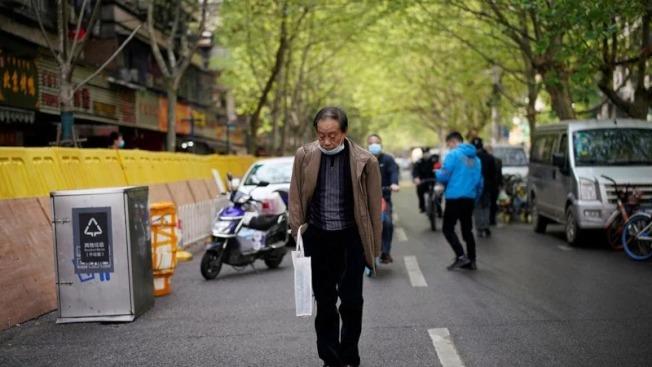 復旦大學附屬華山醫院感染科主任張文宏12日表示,中國現在沒有病例,民眾可回歸正常生活。(路透)