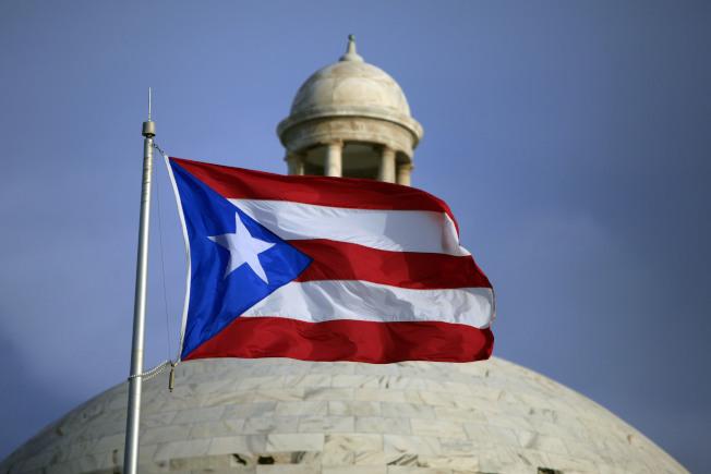 波多黎各首府聖胡安飄揚的波多黎各旗幟。(美聯社)