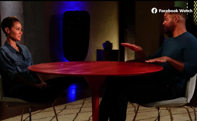威爾史密斯(右)、潔妲蘋姬的直播影片談婚外情,點閱破紀錄。(取材自Red Talk Talk官方臉書)