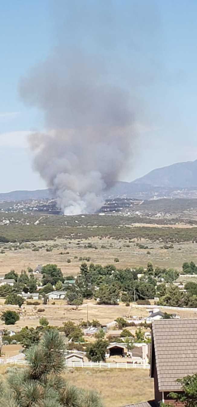 有居民在臉書貼出野火圖片(Mary Gardiner提供 )