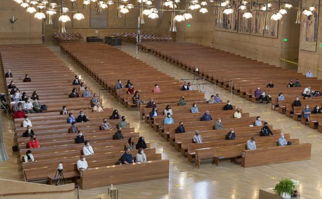 加州州長紐森13日下令暫時禁止宗教活動。(美聯社)