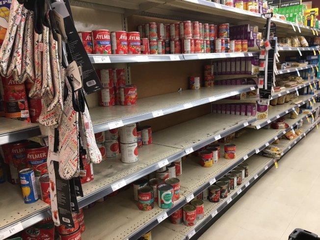 市調機構IRI發現7月上旬,仍有10%的包裝食品、飲料和家用品缺貨,情況比首波疫情期間還嚴重。(取自推特)