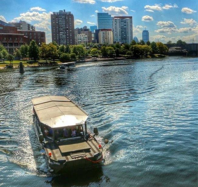 波士頓鴨子船公司在臉書上直播重啟後首次旅程。(圖:波士頓鴨子船之旅)