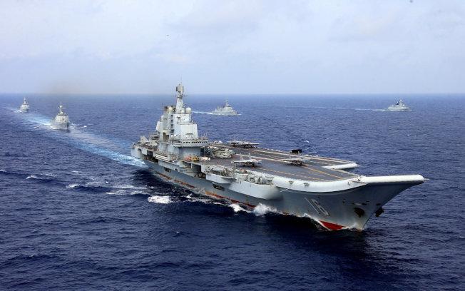 中國解放軍海軍航母「遼寧號」在西太平洋海域演練,引起周邊國家的注意。(路透)