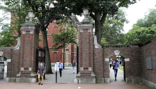 14日,波士頓聯邦法院舉辦聽證會,川普政府同意全面撤銷留學生新規。圖為哈佛校園。(美聯社)