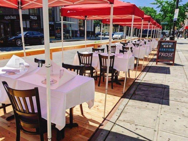 市府最近更新戶外用餐準則,許多業者未能及時執行而遭開罰單。(讀者提供)
